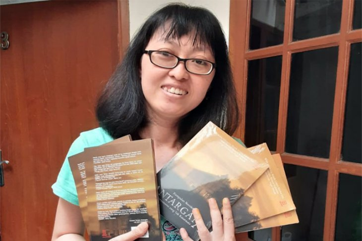 Penulis Lampung Karina Lin Grand Launching Buku Kumlet Antargata