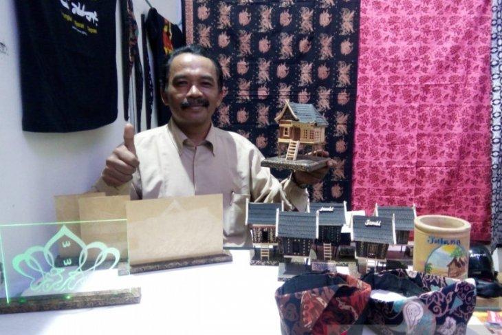 Kerajinan khas Jambi memanfaatkan bahan dari alam