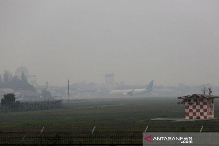 Aktivitas penerbangan dibatalkan akibat kabut asap  selimuti Aceh