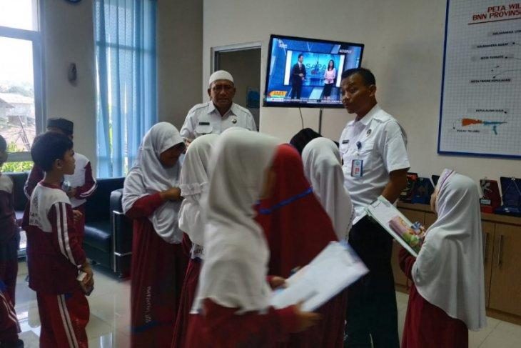 Siswa SD Insan Tama Ternate berkunjung ke BNNP Malut cegah narkoba