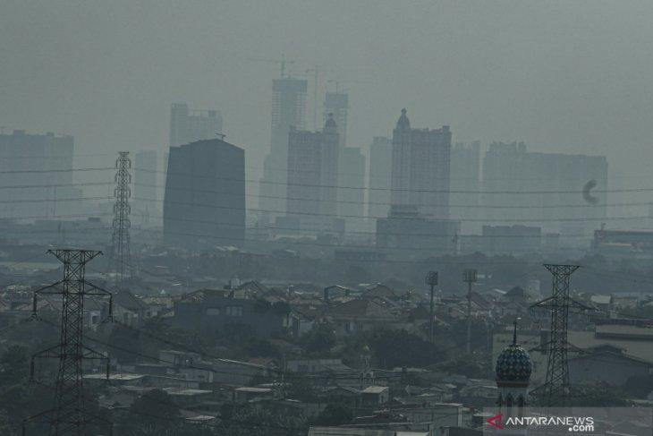 Kondisi cuaca Jakarta Jumat pagi  peringkat keempat terburuk