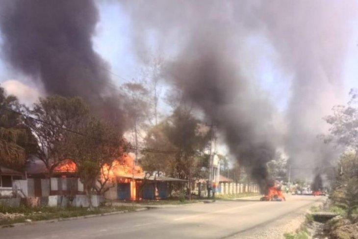 Unjuk rasa anarkis, Kantor PLN Wamena dibakar massa