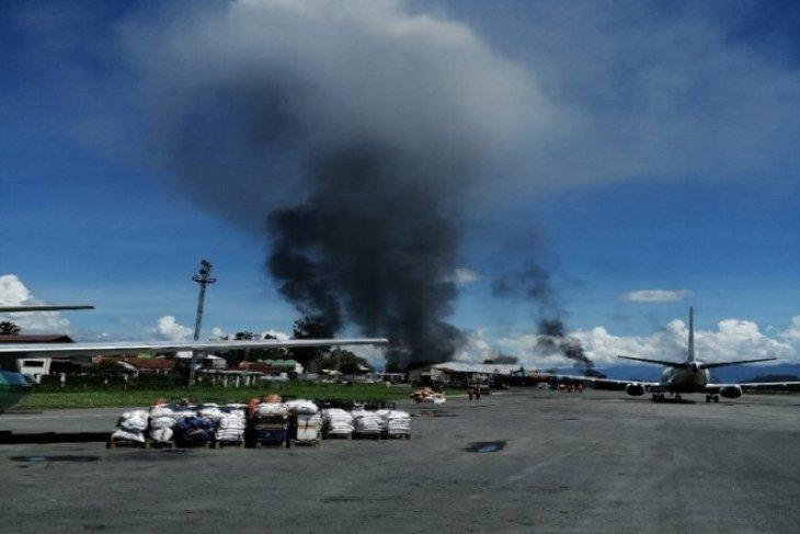 Situasi belum terkendali, demontrasi di Wamena berlangsung anarkis