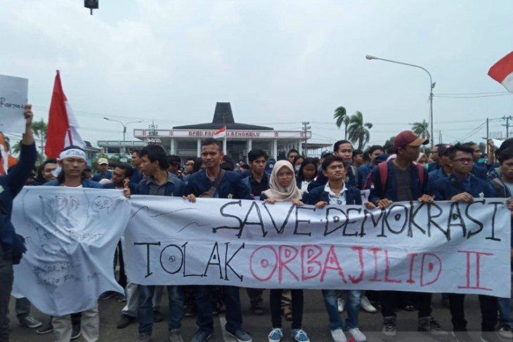 Ribuan mahasiswa di Bengkulu tuntut pembatalan UU KPK