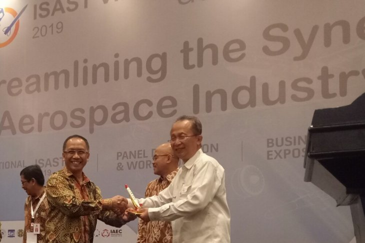 Lapan highlights roadmap for aviation industry  at AeroSummit