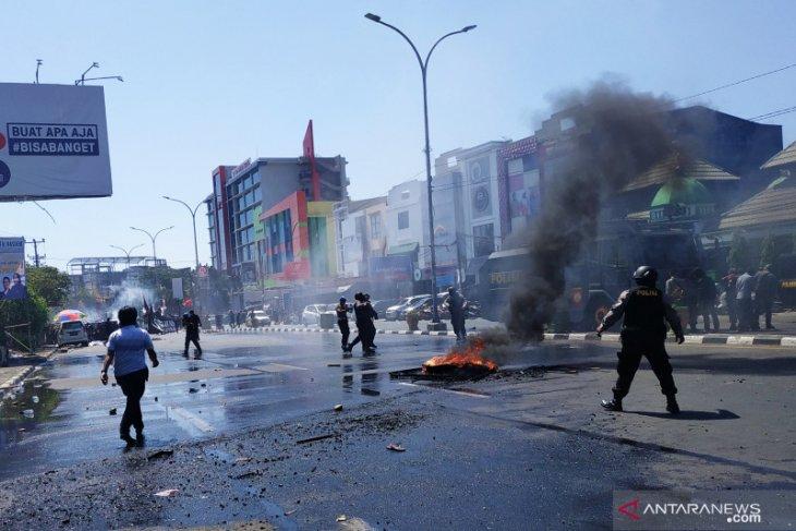 1.900 personel diturunkan untuk mengamankan aksi mahasiswa