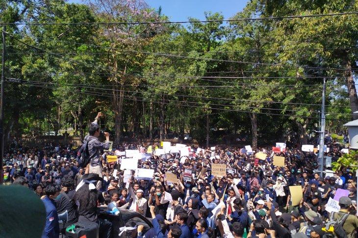 Ribuan mahasiswa Bali demonstrasi tolak RKUHP dan Revisi UU KPK (video)