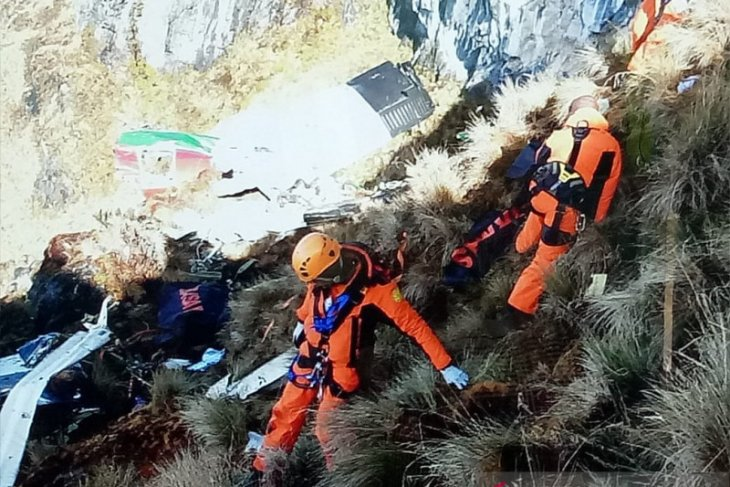 Joint team moves Twin otter crash victims' remains to Timika