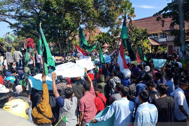 Di demo mahasiswa, DPRD Pamekasan tegaskan tolak hasil revisi UU KPK