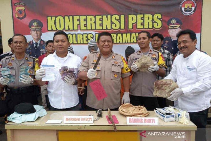 Polres Indramayu bekuk tiga pelaku pembunuhan berencana terhadap seorang pria