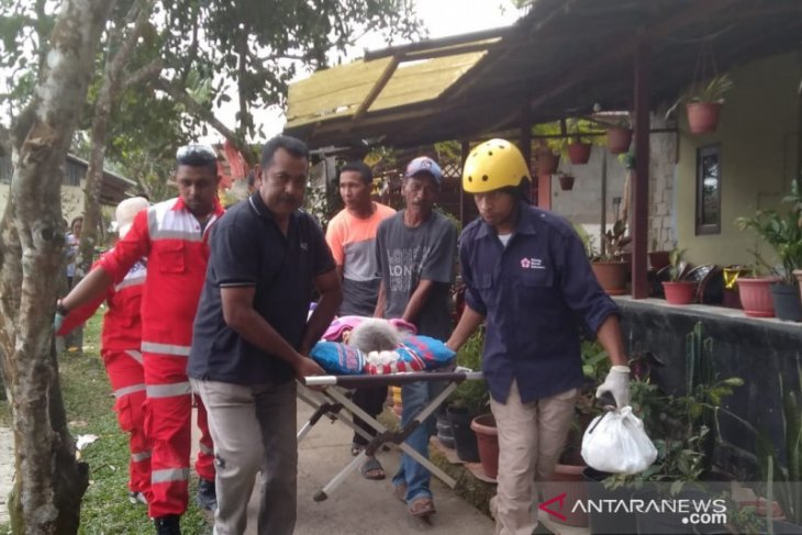 Red Cross volunteers stationed for evacuation of Ambon quake victims