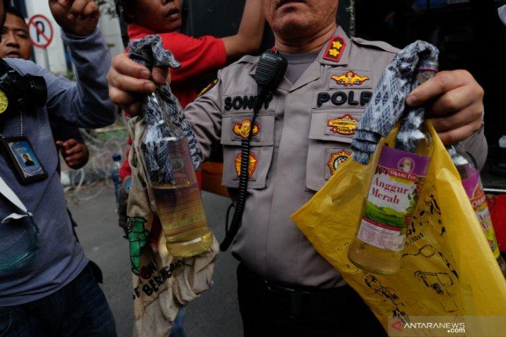 Dosen AB pembawa bom molotov dan kelompoknya berencana gagalkan pelantikan presiden