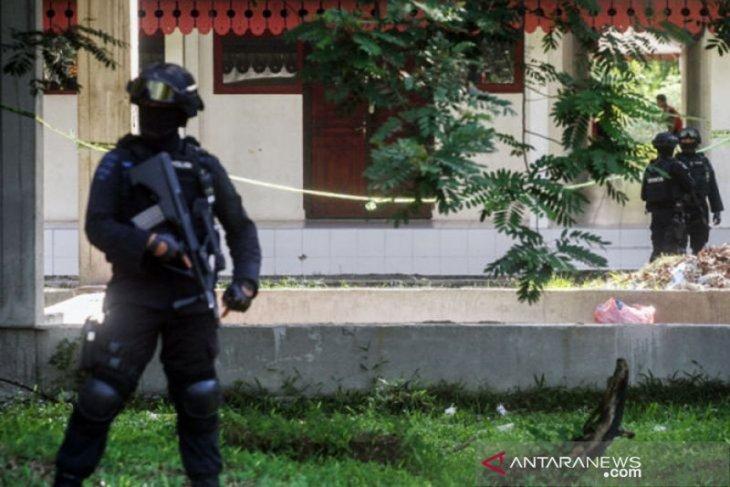 Densus 88 geledah tempat tinggal terduga teroris di Bandung, berinisial WBN alias Wahyu