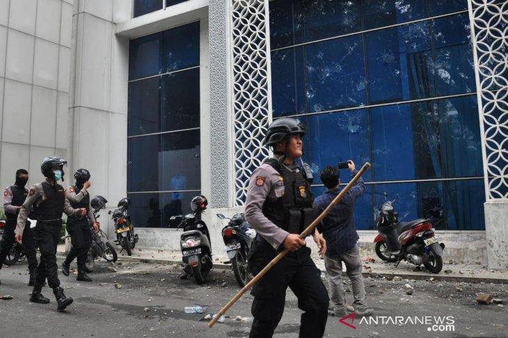 Gedung DPRD Kota Medan turut dirusak massa anarkis