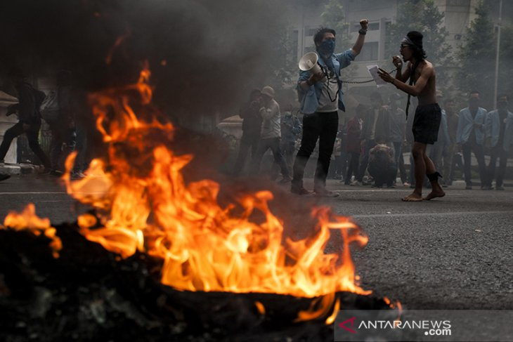 Unjuk Rasa Mahasiswa di Bandung