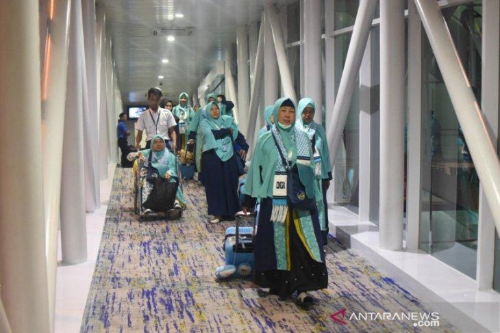Ministry conducts airport monitoring, anticipates impact of Umrah ban