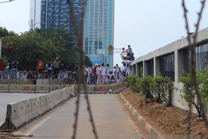 Polisi imbau anak di bawah umur tinggalkan area demo di DPR