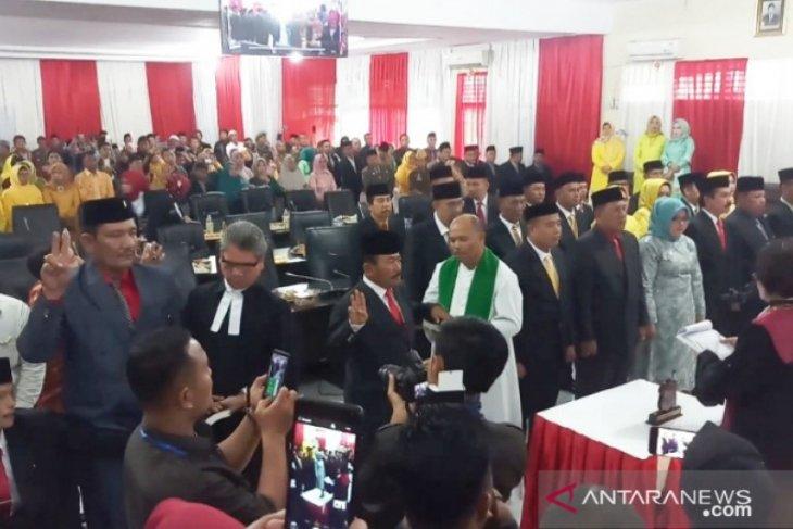 25 Anggota DPRD Tanjungbalai diambil sumpah, 16 orang wajah baru