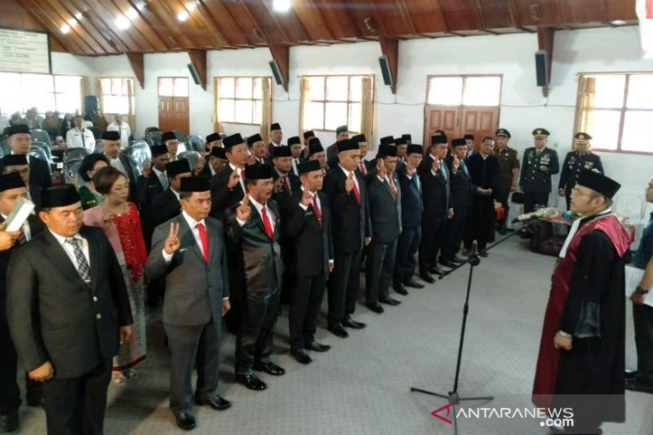 35 anggota DPRD Taput dilantik, didominasi wajah baru