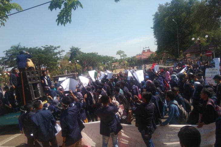 Mahasiswa Madura tuntut penguatan kelembagaan KPK