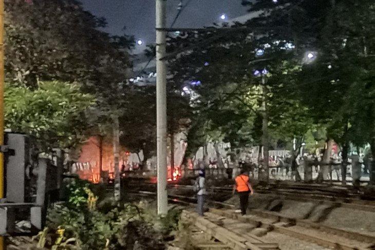 Demo DPR, massa mulai aksi pembakaran di sekitar Palmerah