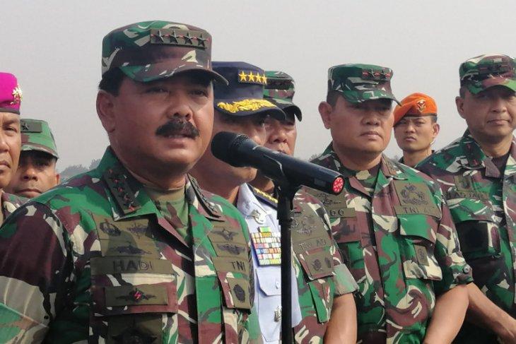 TNI bantu evakuasi ribuan  warga pendatang dari Wamena