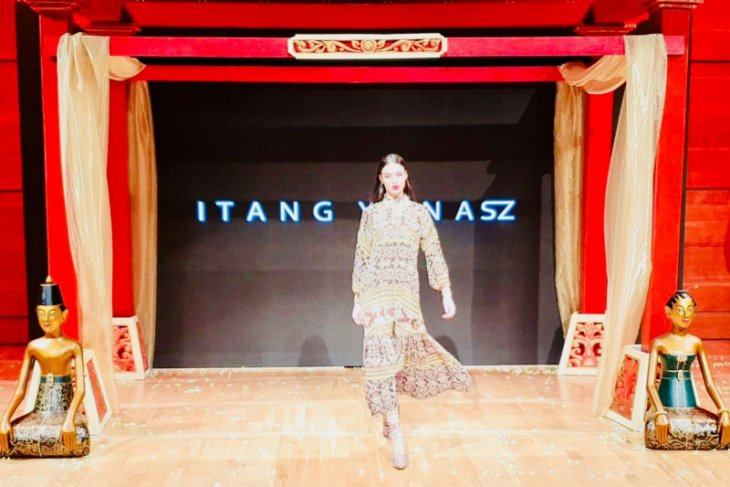 Desainer Itang Yunasz pameran di Makedonia Utara