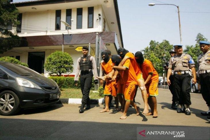Bacok anggota intel Polsek Parung, tersangka ditangkap di Garut
