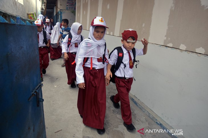 81 foreign child refugees begin schooling in Pekanbaru