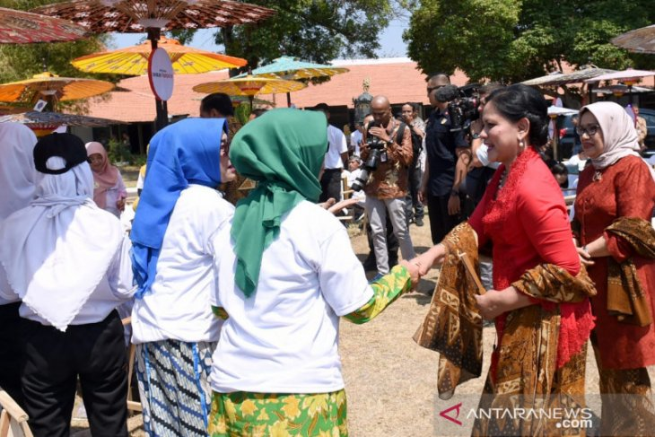 Ucapan selamat ulang tahun dari para pembatik untuk Iriana Jokowi