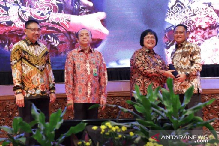 Pemkab Bekasi terima penghargaan Proklim 2019 dari KLHK
