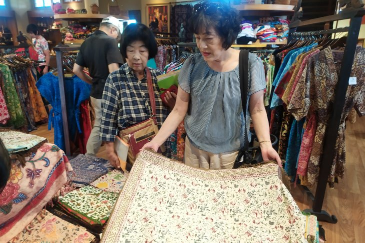 Hari Batik, sentra batik di Bali dikunjungi wisatawan asing (video)