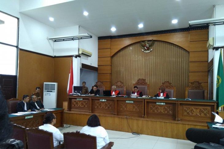 Jaksa dakwa komedian Nunung dan suami dengan tiga dakwaan alternatif