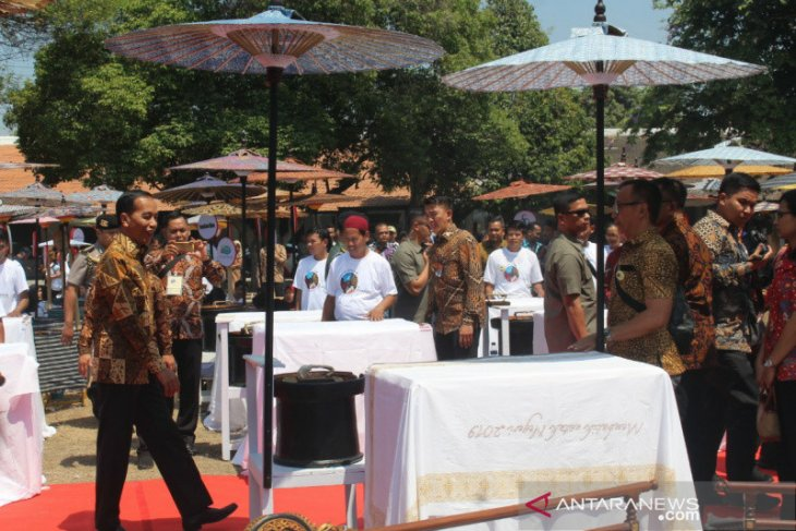 500 craftsmen participate in National Batik Day 2019
