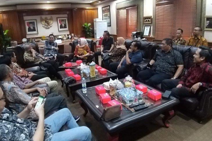 DPRD desak NPHD Pilkada Surabaya ditandatangani
