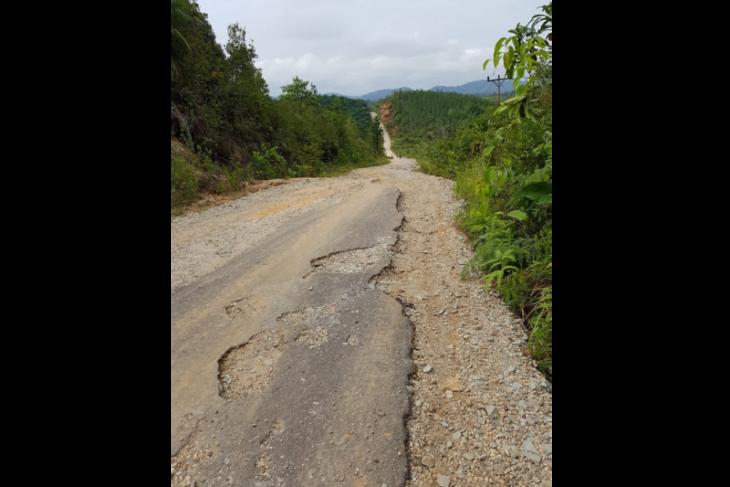 Jalan Simpang Silat - Nanga Silat butuh perhatian pemerintah