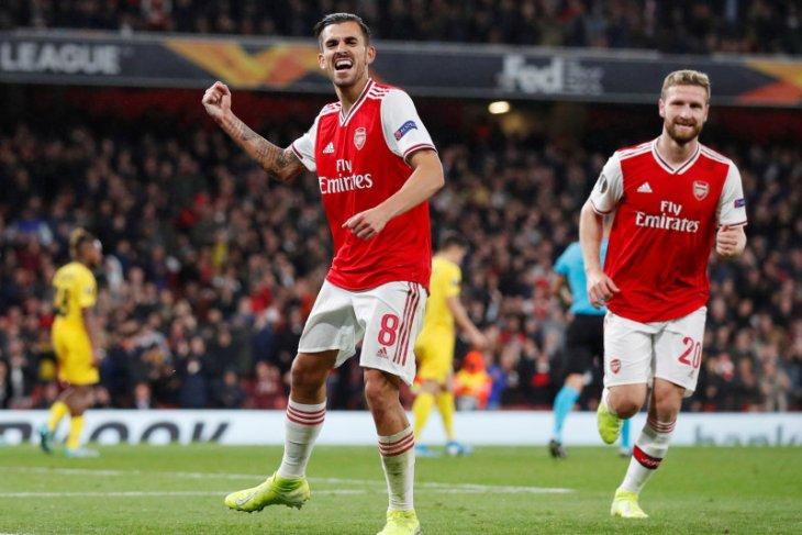 Liga Europa Grup F: Arsenal gilas Standard Liege, Frankfurt curi tiga poin dari Guimaraes