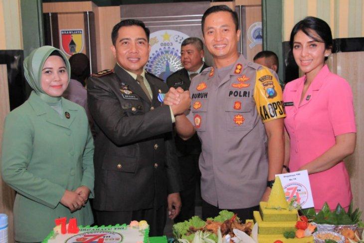Kapolres Madiun datangi Kodim ucapkan selamat HUT TNI