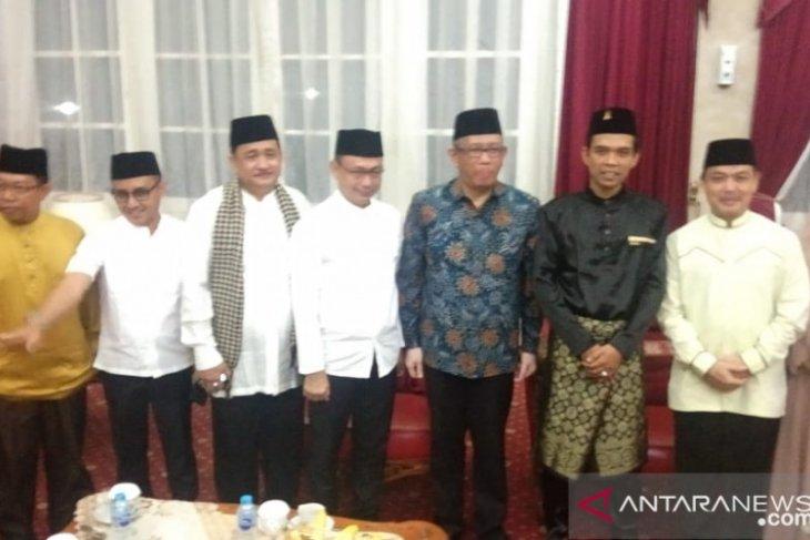 Gubernur - Wagub Kalbar sambut Ustad Abdul Somad makan malam di pendopo