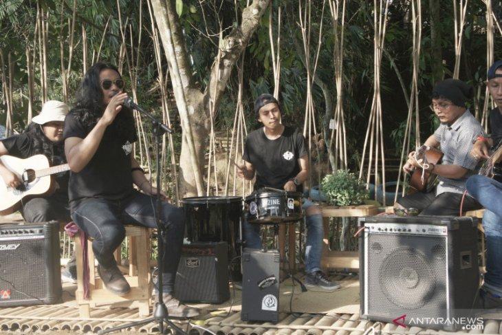 Band Kalayangan Pagat dukung penyelamatan Meratus melalui lagu