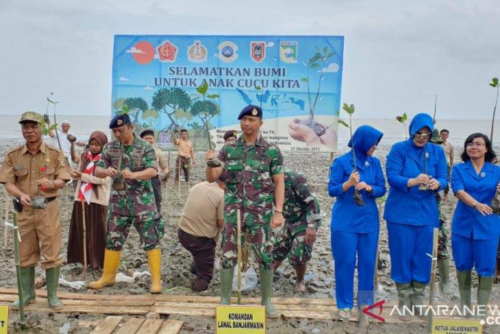 Lanal Banjarmasin tanam 4.500 bibit mangrove di pesisir pantai