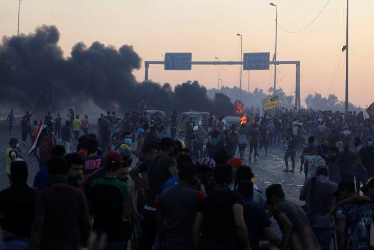 Polisi Irak tembaki massa setelah aksi protes