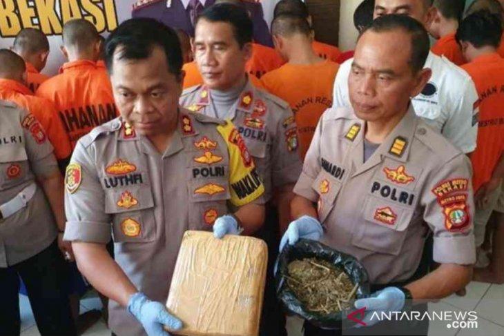 35 pelaku penyalahgunaan narkoba ditahan selama Operasi Nila Jaya 2019 di Bekasi