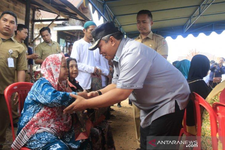 Wali Kota serahkan bantuan korban kebakaran Cempaka Rp438 juta