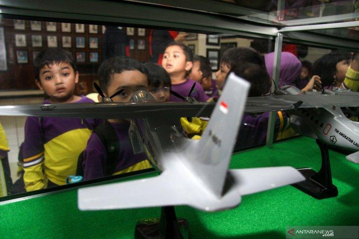 Siswa belajar Alutsista TNI AL