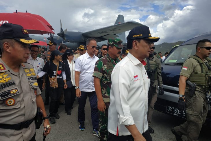 Minister Wiranto, Military, Police chiefs review condition in Wamena