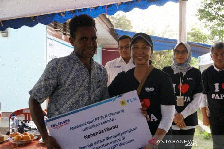 SOE minister  thanks Papuan student for saving PLN workers