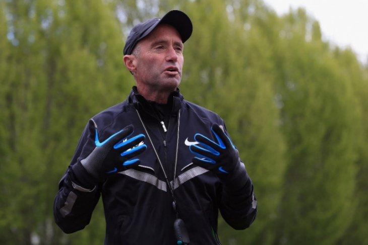 Direktur atletik Inggris mundur pascaskandal doping Salazar