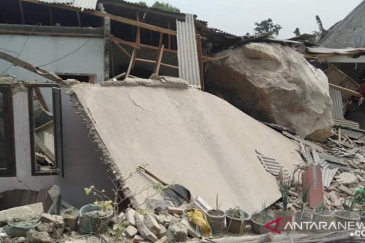 Hujan batu segede gajah timpa rumah warga akibat aktivitas pertambangan