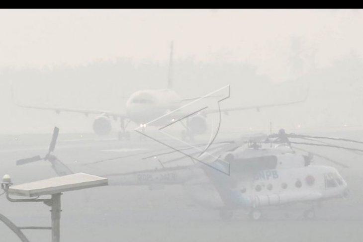 Kabut asap ganggu penerbangan di Palembang